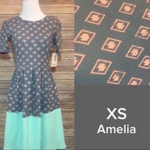 *NWT* LuLaRoe Amelia - XS